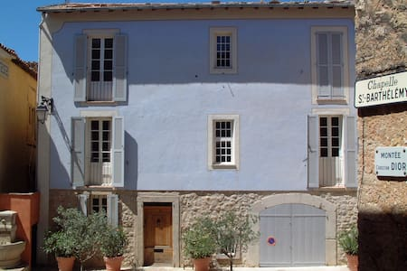 Quiet medieval village house B&B 1 - Montauroux