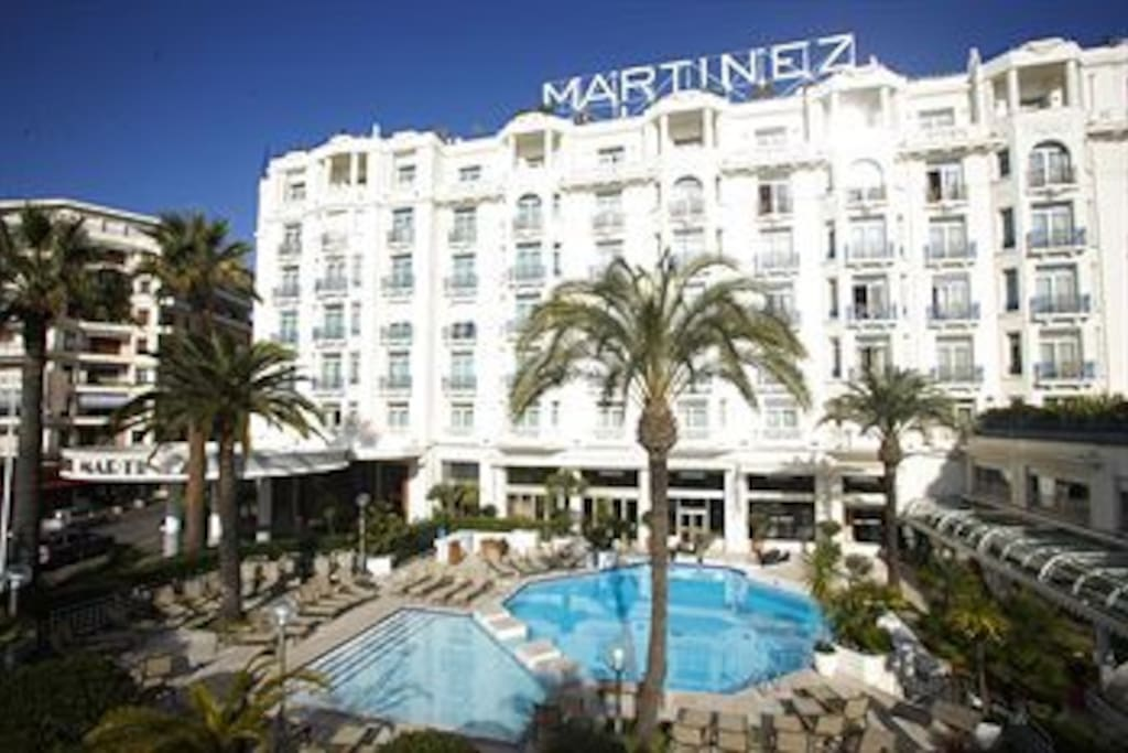 THE FAMOUS HOSTEL MARTINEZ JUST IN FRONT OF THE BUILDING A NICE FLAT JUST MARTINEZ CROISETTE