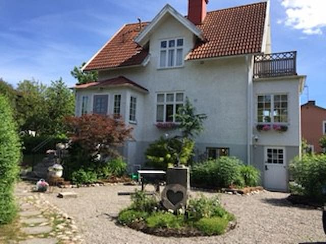 2 rooms in a cosy house near the Älvsjö fair