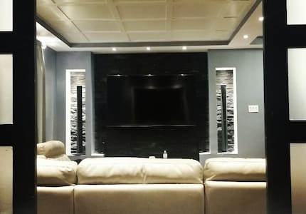 Luxurious Private Basement Furnished - Монреаль