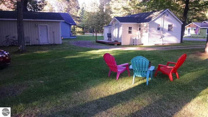 Cute, Petite Cottage w/Wi-Fi in city of Tawas, MI.