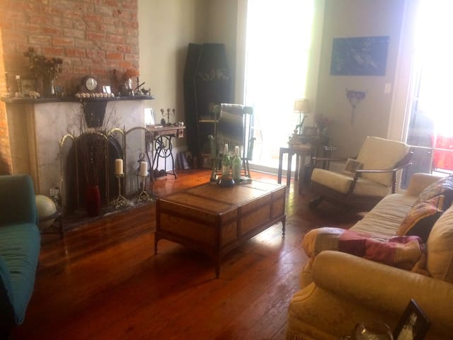Centrally located Private queen bed/bath - New Orleans - Lejlighed