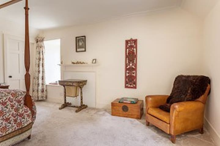 Double with Ensuite in Historic Highland Home Rm 3