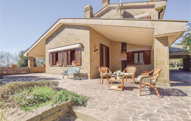 Holiday cottage with 7 bedrooms on 400m² in Manziana