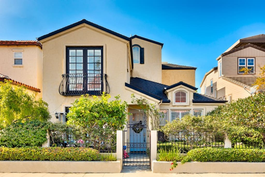 Charming private home in Windansea, La Jolla. Short walk to beaches and the Village.