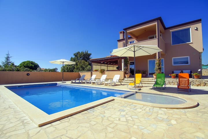 Villa with POOL and SEA VIEW CLOSE to the BEACH