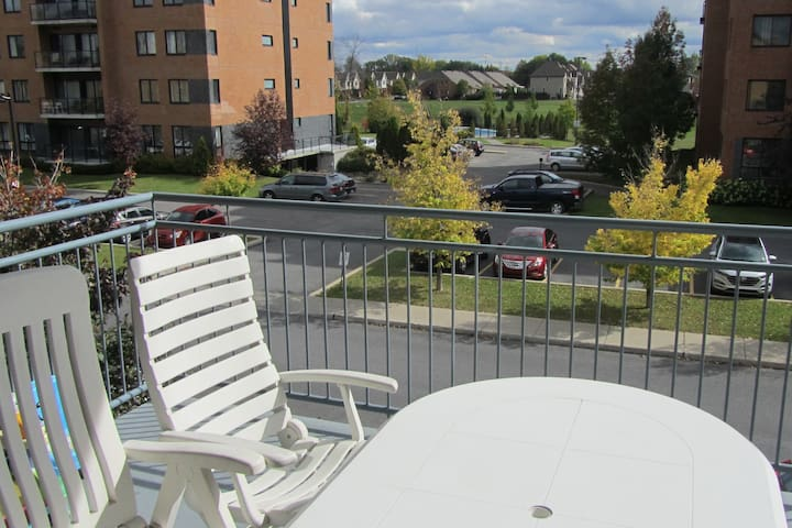 Beautiful condo, 15 min to Downtown by Express bus - Brossard - Condominio