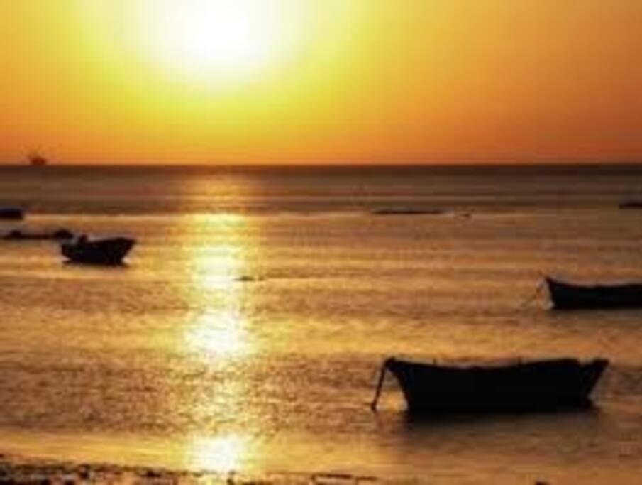 Disfruta de una puesta de Sol espectacular en sus playas
