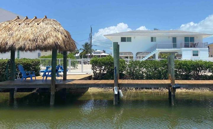 2/2 w/heated pool, 50' dock & .5 mile to beach