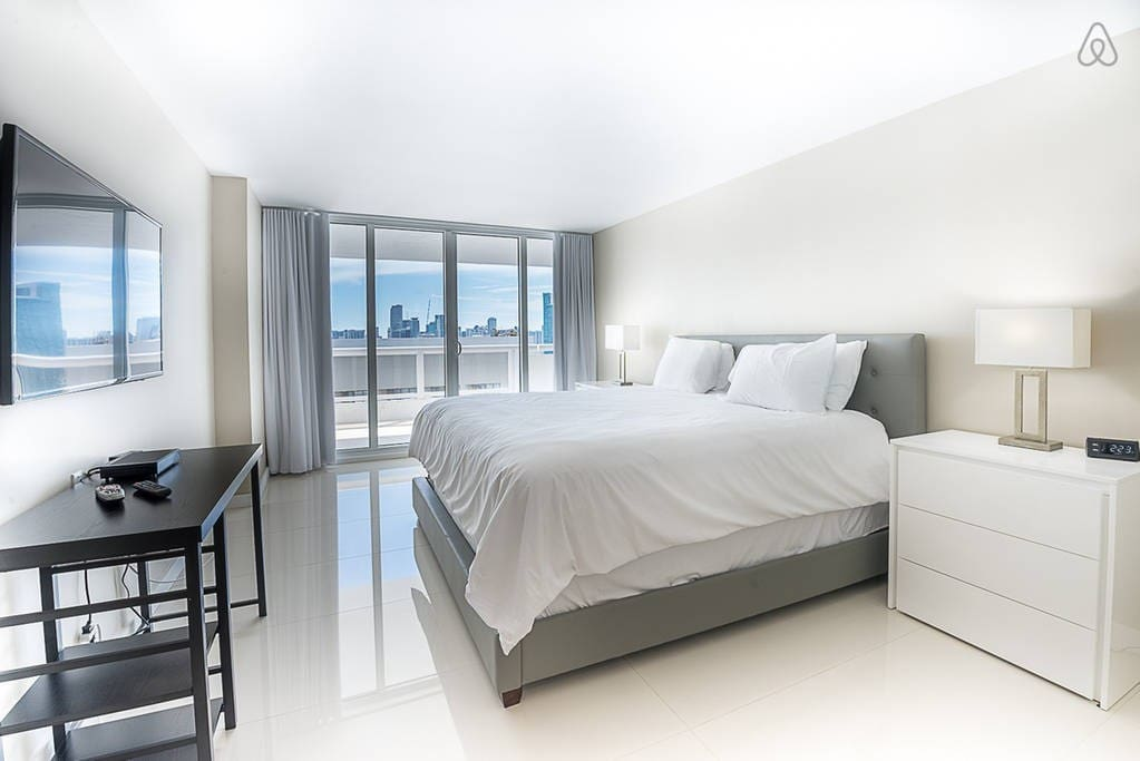 The Grand 3742 | 1bed/1.5bath | Free Valet Parking""