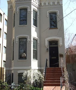 The Best Close-In Location on Capitol Hill! - Washington - House