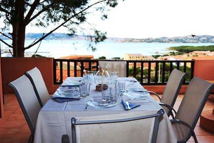 2 BED, 2 BA Petit Penthouse with Panoramic Terrace