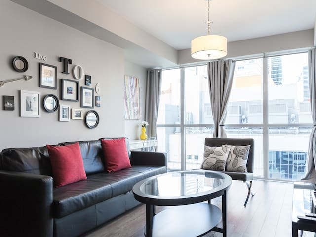 Luxurious Condo w/ Parking & Raptor Tix For Sale - Toronto