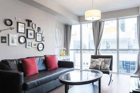 Luxurious Condo w/ Parking & Raptor Tix For Sale - Toronto - Apartment