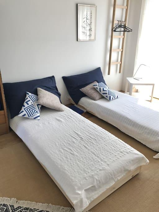 Schlafmöglichkeit mit zwei Betten.