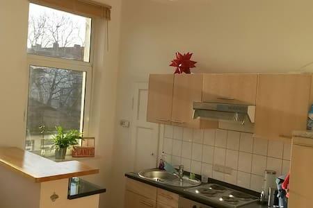 Schöne 2 ZW im Herzen der Südstadt - Appartamento