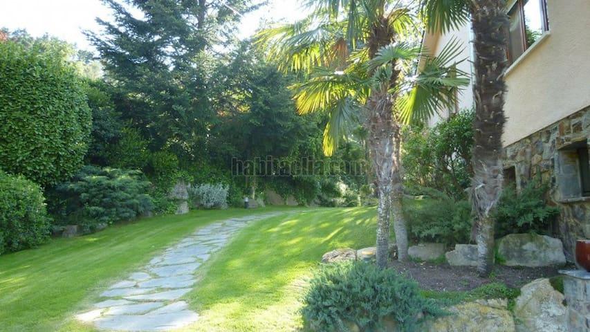 Especial villa con jardin en Parc Cerralada Litor - Vallromanes - Maison
