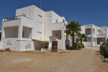 Βάρη, Σύρος - Διαμέρισμα 4άρων ατόμων 1ος οροφος