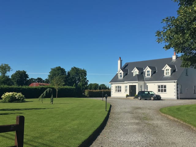 Bright ensuite double/twin + breakfast nr Kilkenny - Callan - Hus