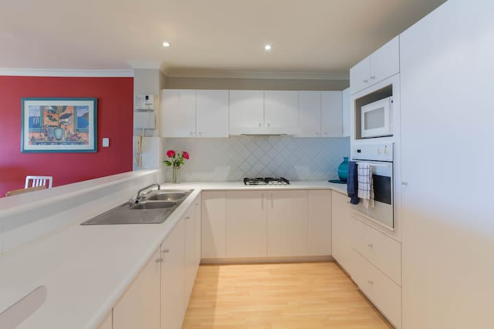 Perth Apartment Families & Couples Welcome 5 Stars - Victoria Park - Byt