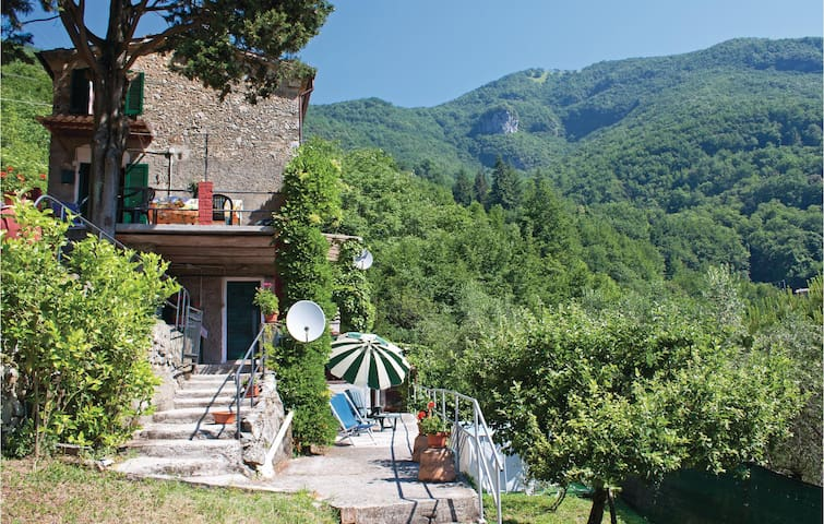 Semi-Detached with 2 bedrooms on 80m² in Casoli - Camaiore LU