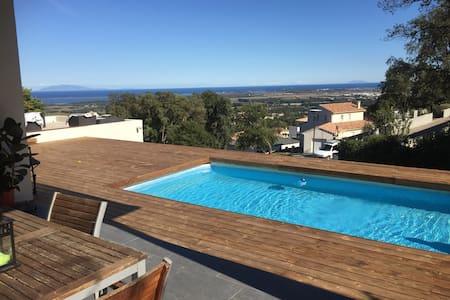villa moderne piscine et vue mer - Borgo - Casa