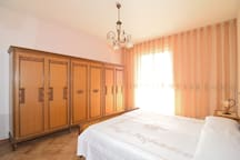 1° double bedroom with balcony and sea view