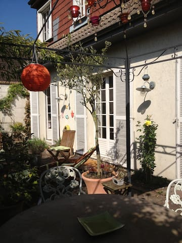 Villa Versailles with sunny terrace - Le Chesnay - House