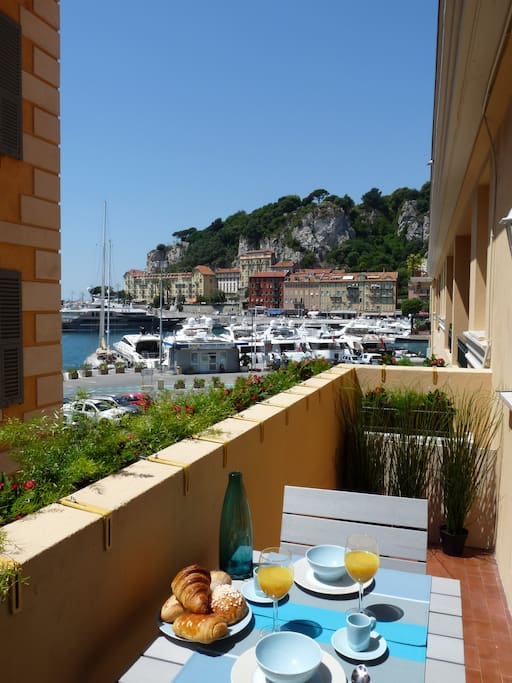 Studio chic vue port near the beach apartments for rent - Bistrot du port nice ...