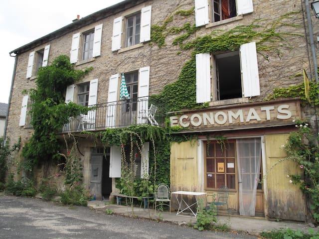 location été dans maison d' artiste - Saint-Saturnin-sur-Loire - Apartment