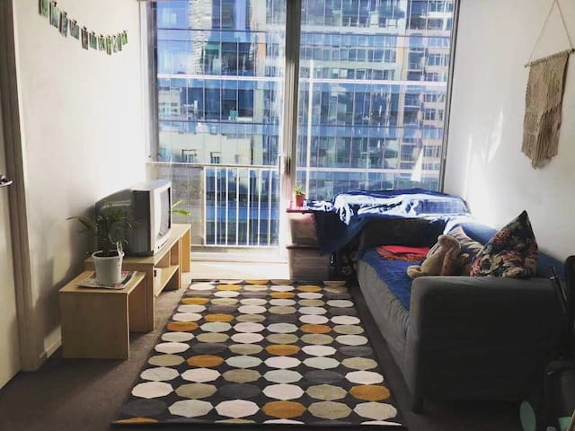 Sunny and Home-like Apartment in CBD