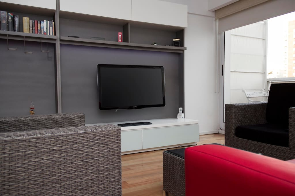 Living room: 40'' LED TV with cable, Internet, a complete Windows PC and phone