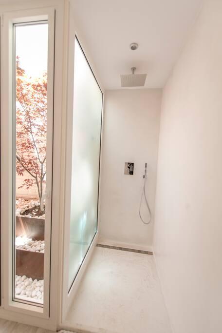 Ducha baño auxiliar (Microcemento)