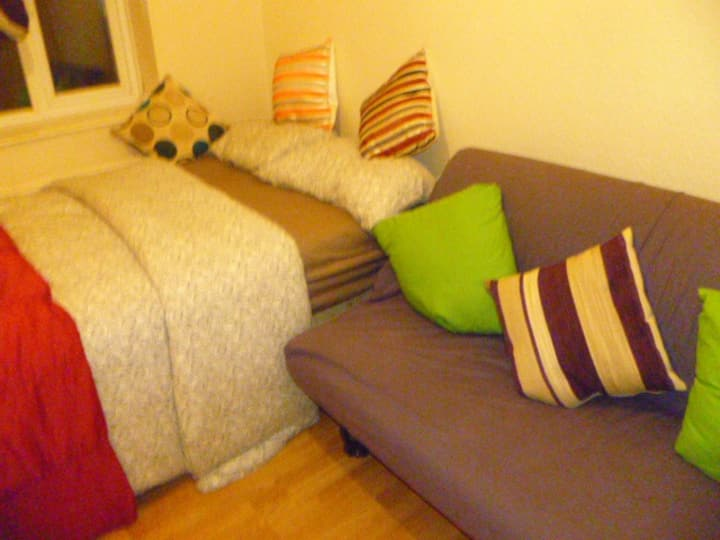 LONDON  VALUE  LINDFILED 2BED FLAT, SLEEPS 2-8.