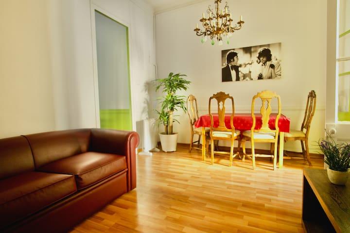 Silent flat Gracia & Sagr. Familia