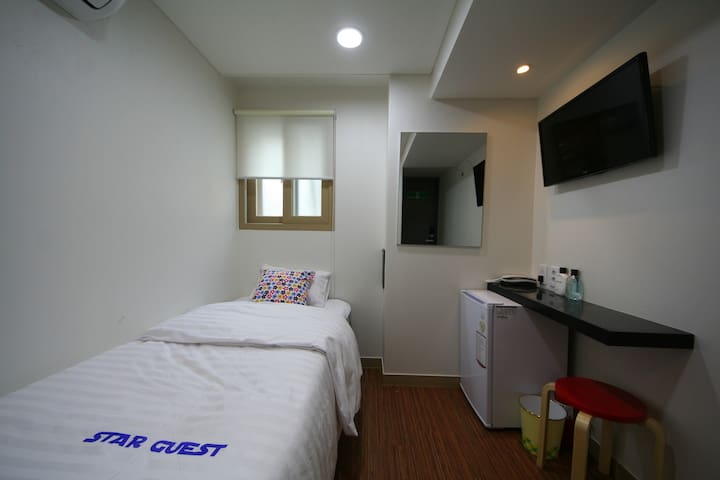 Single Room(2) - Star Guest House