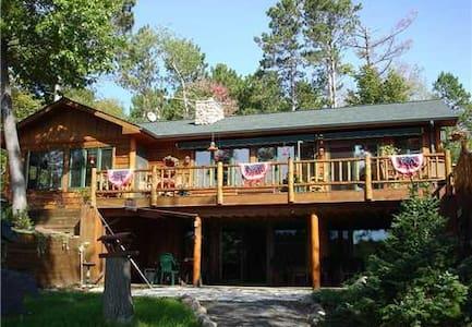 "Chickadee Cabin- ""Woodsy Comfort"" w/a Pontoon Boat"