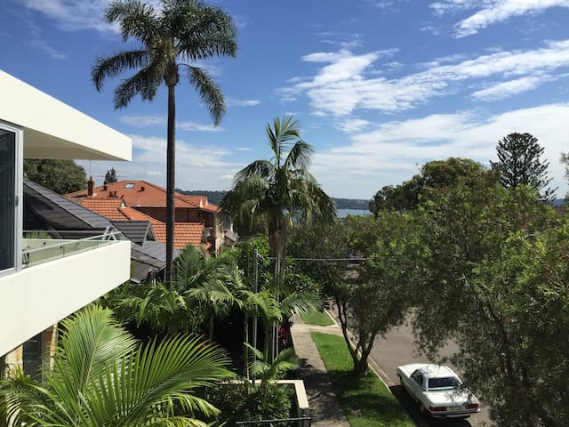Sunny Apartment at Watson's Bay - Vaucluse