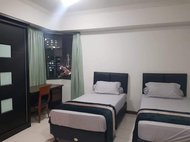 3 BR Sudirman Tower Condominium — Aryaduta Suites
