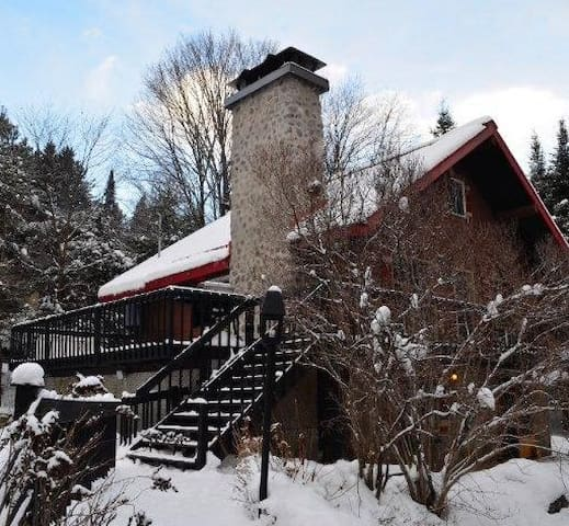 Le Chalet Rouge / The red Cottage - Morin-Heights - House