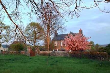 Chambre privative, relai de chasse de caractère - Condé-sur-Noireau - Bed & Breakfast