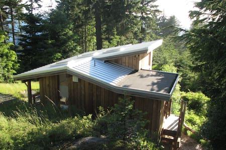 Otter Point Retreat (Little Nest) - Sooke - Cabin