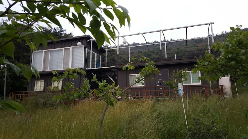목가적전원풍경 팽나무농원속 별장형펜션2층목재 환상적 테라스~