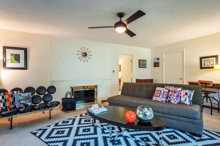 Bright, large 1BR in SW Hills