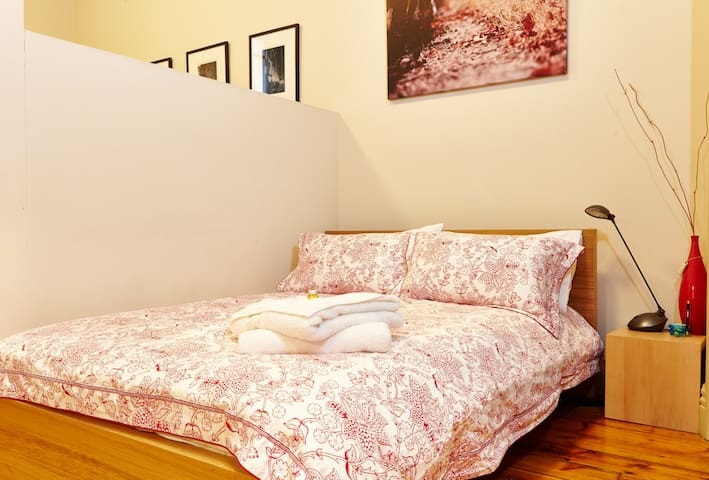 Really Comfy Bed with Quality Linen and Doona