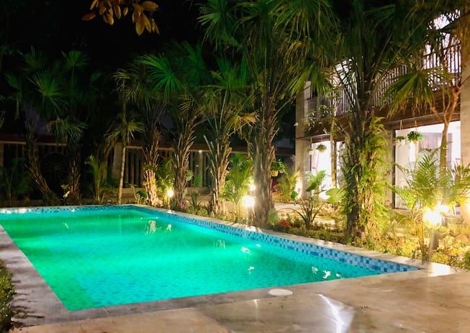 King Kong Homestay Pool View