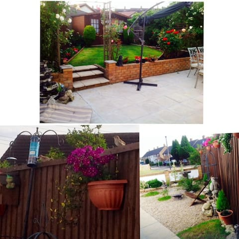 Large Family Room in a clean home - Romford - Talo