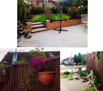 Large Family Room in a clean home - Romford - Rumah