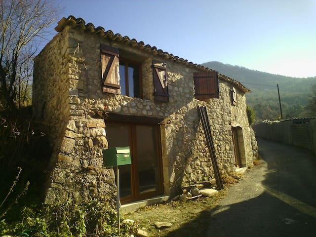 Petite maison charmante - Éourres - Casa