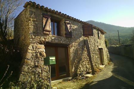 Petite maison charmante - Éourres - Dom